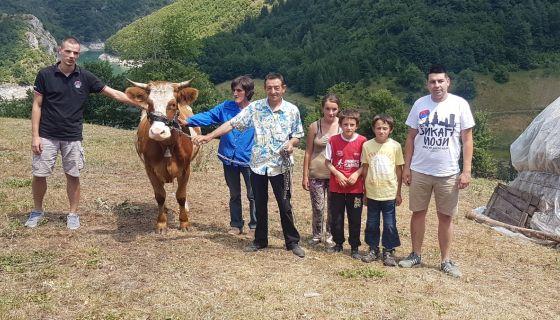 ХО Срби за србе помогли сиромашној породици Думбеловић