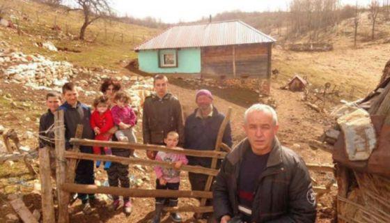 Хидо Муратовић са породицом Јелић, фото: Х. Муратовић