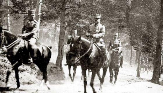 General Petar Bojović prati prestolonaslednika Aleksandra Karađorđevića na Jelaku, 1918. godine