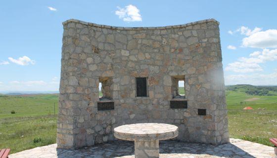 Споменик Калипољкој бици, на брегу Молитва, подигнут 2002. године