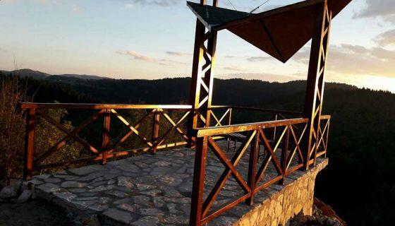 """Vidikovac """"Savina stolica """" u selu Debelja"""