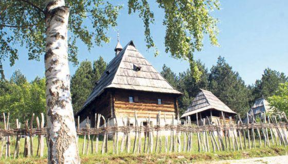 """Музеј """"Старо село"""" у Сирогојну"""