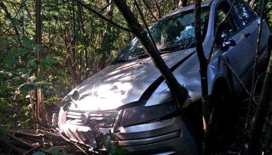 Šiblje zaustavilo taksi vozilo nakon tumbanja niz liticu