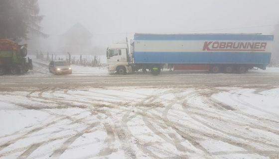 Снег донео недаће возачима