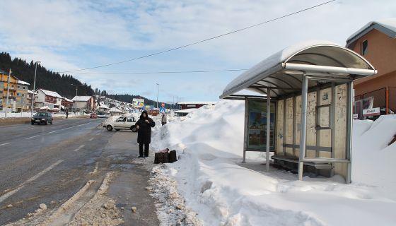 Неочишћено аутобуско стајалиште код стоваришта на Браношевцу