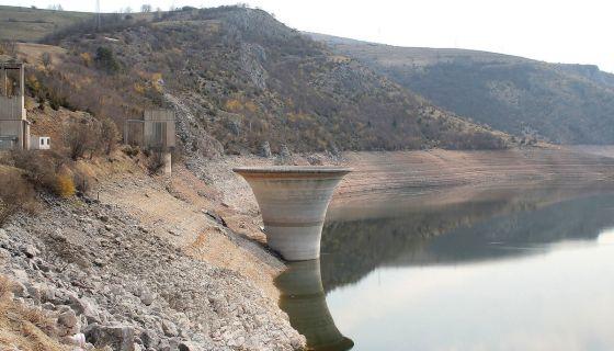 Оборена кота језера на Растокама