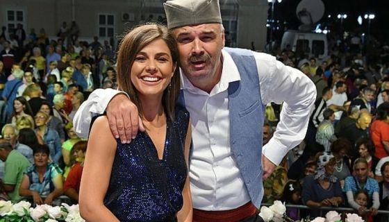 Voditelji RTS karavana Najlepše narodne pesme Bojana Marković i Srđan Ivanović