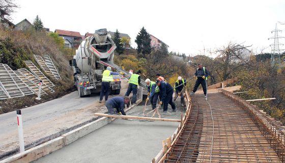Проширење и пешачке стазе на траси Браношевац - Милановац