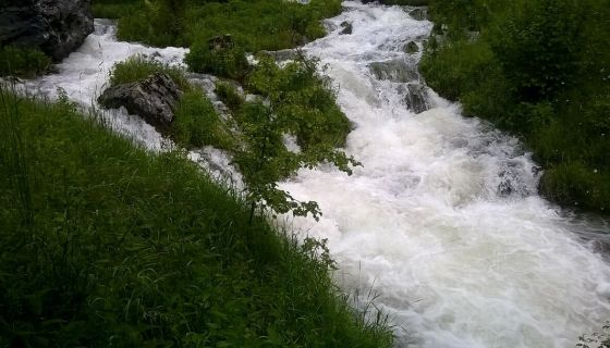 Уз заглушујући хук бије неколико врела Трудовачке реке (Фото Љубиша Гагричић)