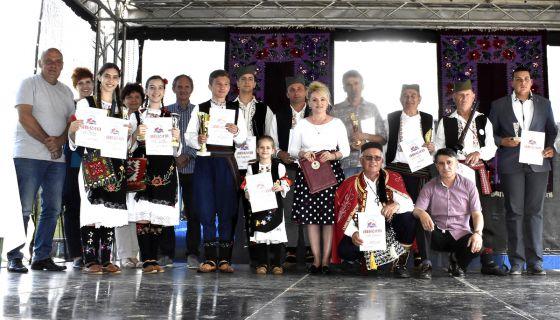 Умеће - награђени учесници Сабора (фото Дом културе Ивањица)