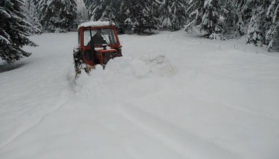 Снежни наноси  у селу Трудово, (Фото: РИНА)
