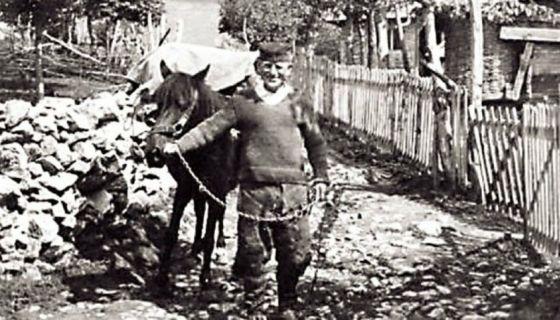 """Товар -  кириџија Лука Тошић (Фото из књиге """"Трнава"""")"""