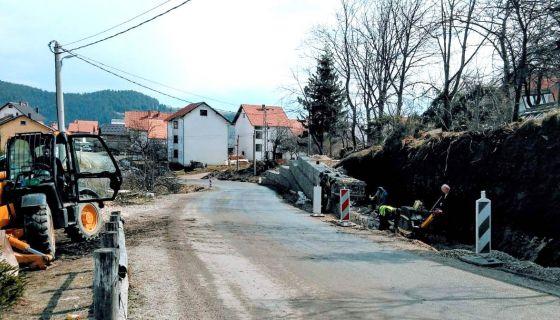 Стиже семафор - после подизања каменог зида на Милановцу  (Фото: Д. Гагричић)