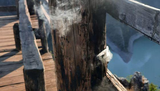 Гори видиковац на Увачком језеру