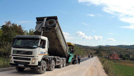 Први метри асфалта од Пјанског крша до Међе (Фото: Д. Гагричић)