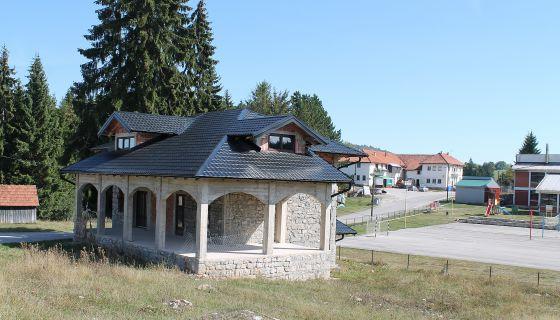 Од руине – Ловачки дом  у Божетићима  (Фото: Д. Гагричић)