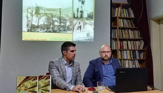 Аутор др Живковић (лево) на промоцији у Новој Вароши (Фото: Ф. Бјелић)