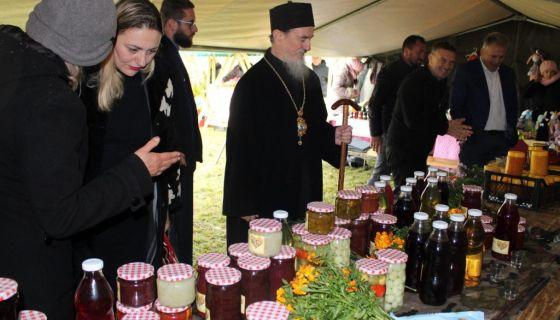 Узложба домаће радиности у Косатици (Фото: Милешевска епархија)