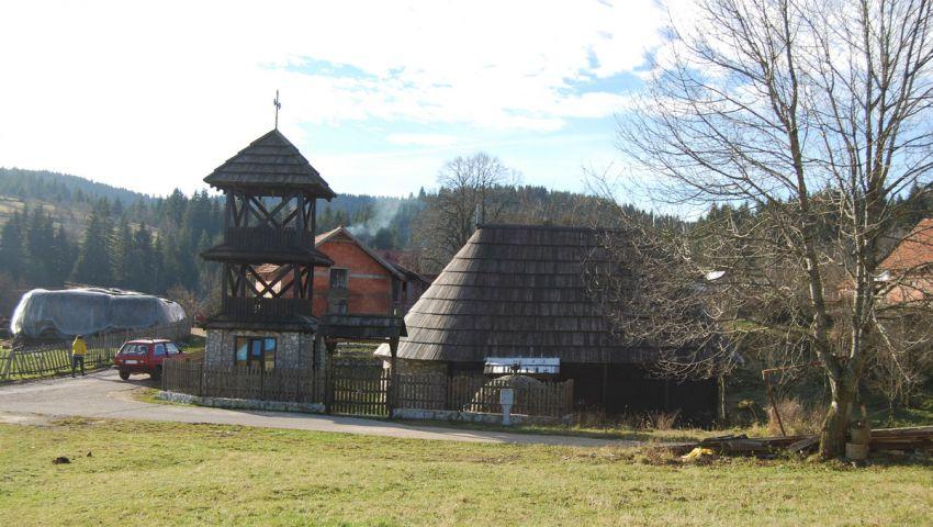 Црква брвнара у Радијевићима