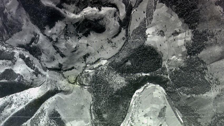 Некадашње ужће Тисовице у Увац - лево су падине Смудинога, десно Босања