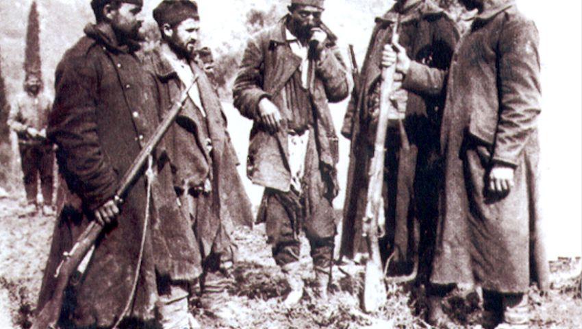 Прешли гудуре Албаније – српски војници у Драчу, у децембру 1915. године - Нововарошки крај у Великом рату