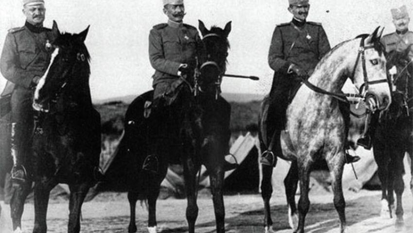 Генерал Бојовић са официрама Врховне команде